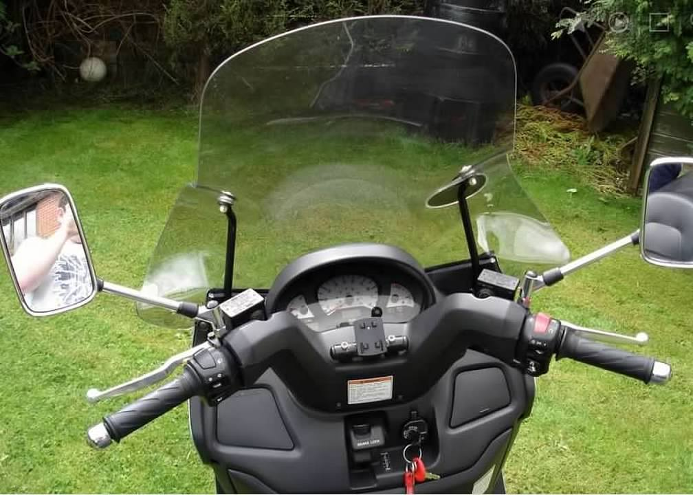 Suzuki Burgman AN400X - fitted Givi touring screen