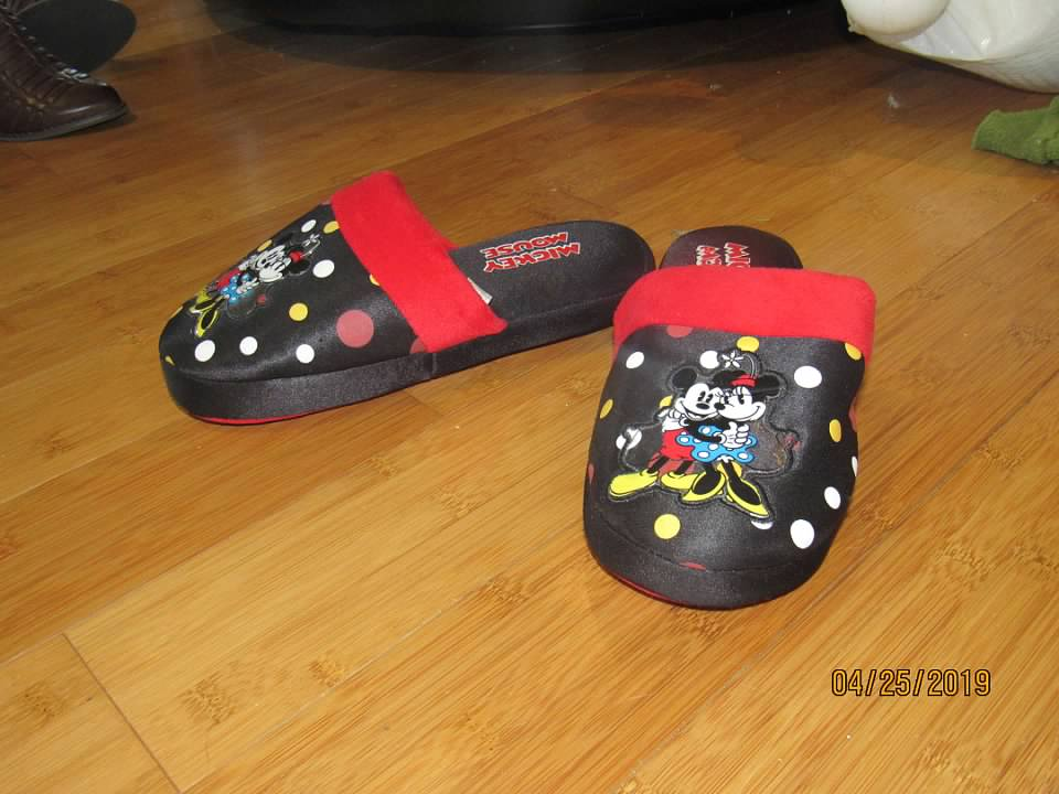 99c2339bc2e7e Details about WOMEN'S DISNEY MICKEY AND MINNIE MOUSE BLACK & RED HOUSE  INDOOR SLIPPERS - EUC