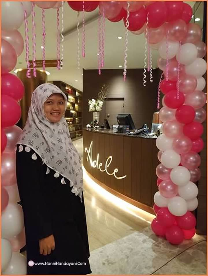 Narsis didepan Resto Adele Hotel Ashley